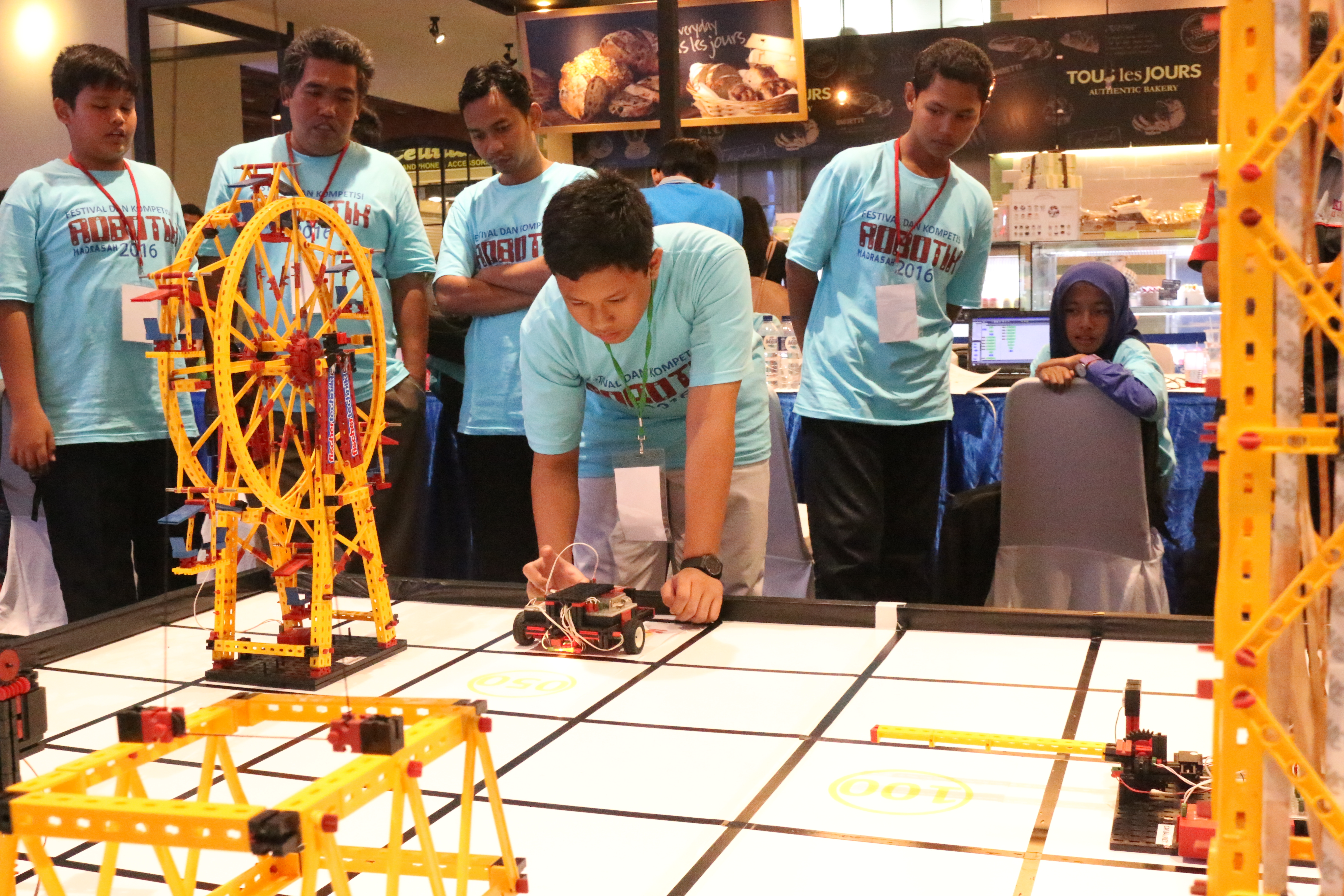 Festival dan Kompetisi Robotik Madrasah 2016